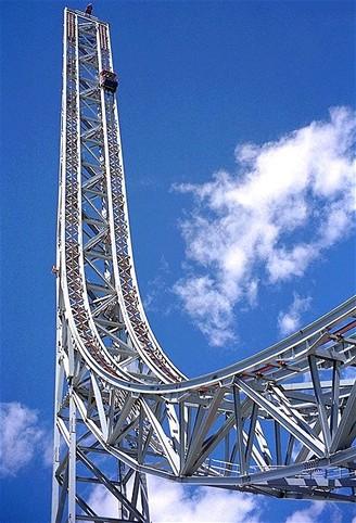 Horská dráha Superman - The Escape v zábavním parku Six Flags Magic Mountain v Kalifornii v USA