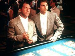 "Dustin Hoffman (vlevo) coby filmový Rain Man a jeho ""bratr"" Tom Cruise."