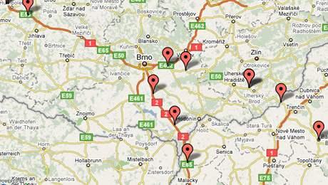 Mapa s aktuální pozicí závodících aut Carbon Black Rally