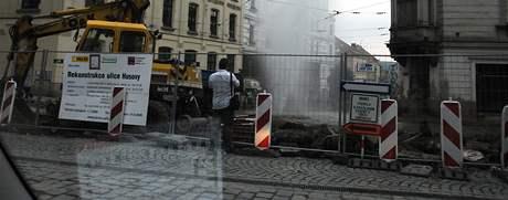 Rekonstrukce Husovy ulice v Brně - dým z výkopu