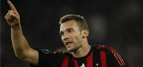 Andrej Ševčenko oslavuje svůj první gól po návratu do AC Milán