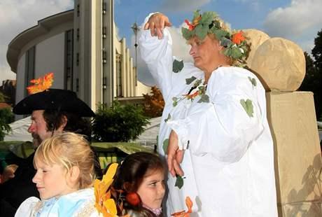 Burčákové slavnosti v Hustopečích, v průvodu nechyběla ani kvasinka vinná