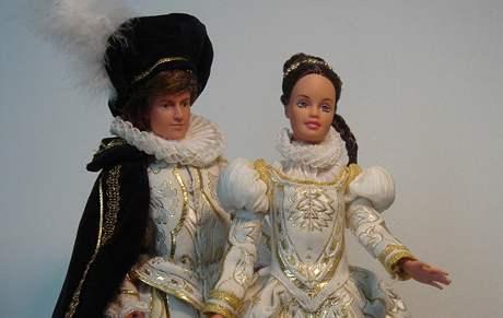 Panenky představují miniatury historických kostýmů v Baron Trenck Gallery