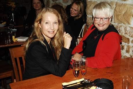 Spisovatelka Irena Obermannová a kartářka Marcela Košanová