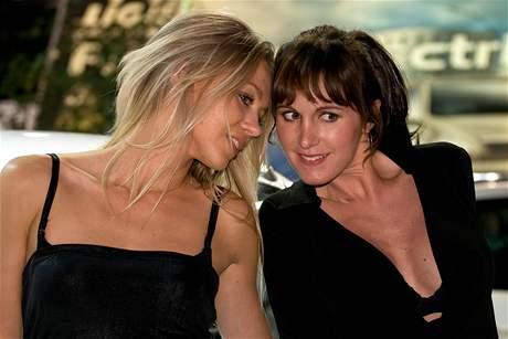 Modelky autosalonu Paříž 2008