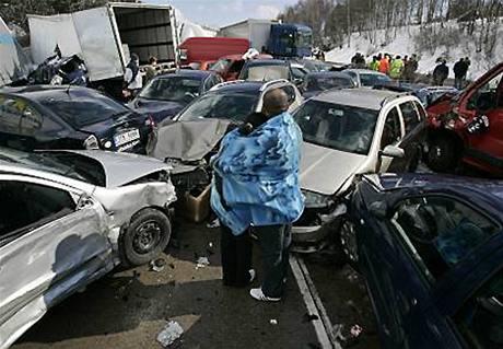 Vítězná fotka Czech Press Photo 2008 - hromadná havárie na dálnici D1