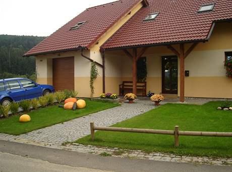 Na výzdobu si v Malenicích potrpí i u nových domů