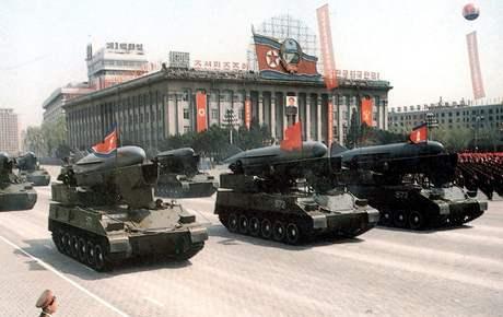 Severokorejci své zbraně s oblibou ukazují na vojenský přehlídkách.