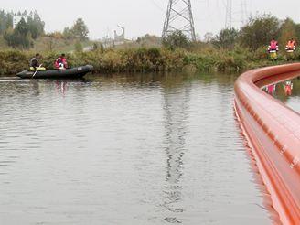 Cvičení složek IZS - likvidace ropné havárie na česko-německé hranici