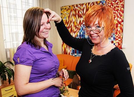Čtenářka Šárka se radí s odbornicí na permanentní make-up