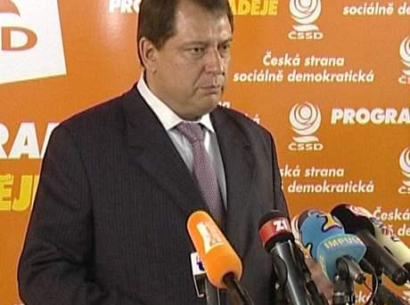 Jiří Paroubek na tiskové konferenci k vraždě Václava Kočka ml.
