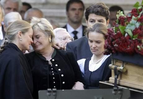 Manželka a dcery Jörga Haidera. (18. října 2008)