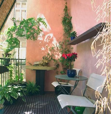 Balkon chrání před sluncem rohož