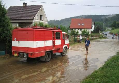 Hasiči nechyběli ani u likvidace škod po povodních