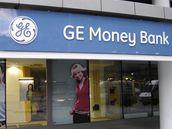 GE Money Bank sáhla na hypotéky.