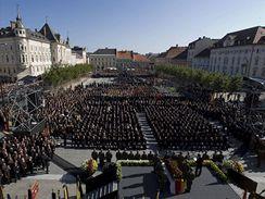 Rakousko se loučí s kontroverzním politikem Haiderem. (18. října 2008)