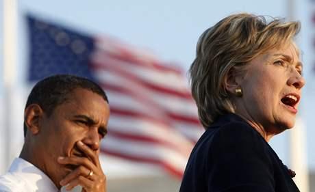 Barack Obama a Hillary Clintonová na předvolebním mítinku v Orlandu na Floridě (20. října 2008)