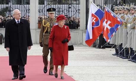 Britsk� kr�lovna Al�b�ta II. na n�v�t�v� Slovenska - se slovensk�m prezidentem Ivanem Ga�parovi�em.