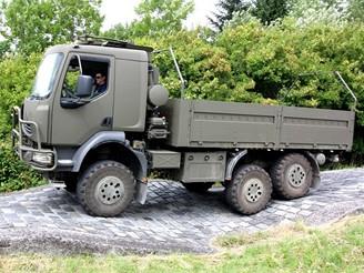 Tatra - T 810 na zkuљebnнm polygonu