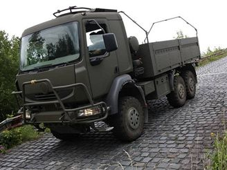 Tatra - T 810 na zku�ebn�m polygonu