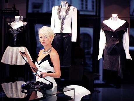Módní návrhářka Natali Ruden ve svém salónu