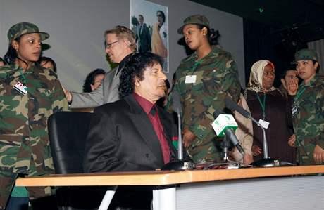 Kaddáfího Amazonskou gardu tvoří dvě stě žen se speciálním výcvikem v bojových uměních a střelných zbraních.
