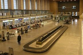 Berlín Templehof - odbavovací hala, poslední cestující