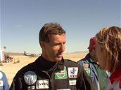 Pilot Andy Green t�sn� po �sp�n�m pokusu s vozem Thrust SSC