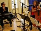 Tata Bojs a Ahn Trio na zkoušce v pražském Švandově divadle