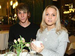 Livie Kuchařová, sestra Taťány Kuchřaová, se svým přítelem