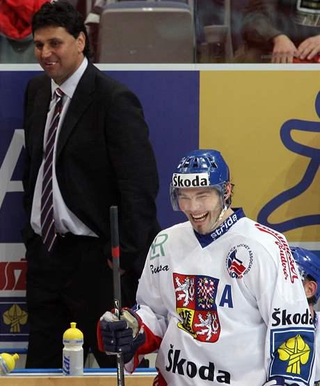 Rozesmáté legendy českého hokeje: Vladimír Růžička (vlevo) a Jaromír Jágr.