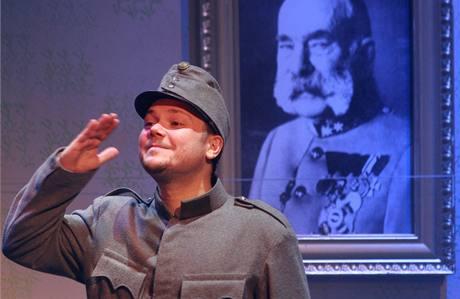 V hlavní roli švejka alternují Martin Sobotka s Daliborem Gondíkem.