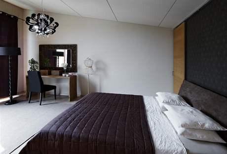 Ložnice v efektní barevné kombinaci