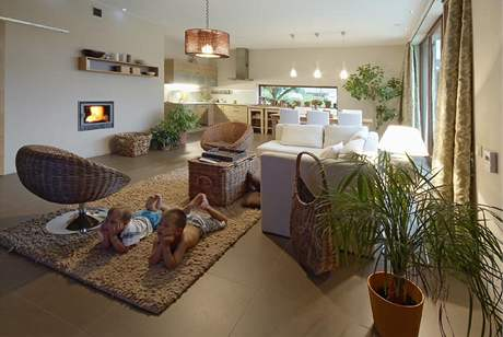 Pod velkoformátovými dlaždicemi je podlahové topení