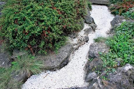 Cesty patří k japonské zahradě k nejdůležitějším
