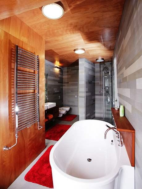 Velká vana je dominantou koupelny