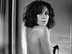 Monica Bellucci pózuje pro listopadové číslo italské verze GQ magazínu