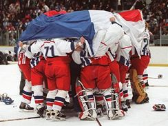 Během oslav si hokejisté i fanoušci zavzpomínali i na deset let starý triumf na olympijských hrách v Naganu