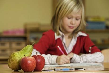 Děti vyrůstající v předškolním věku s prarodiči měly větší potíže s poznáváním písmen, čísel, tvarů, velikostí a barev.