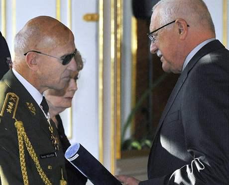 Prezident V�clav Klaus a gener�l Tom� Sedl��ek