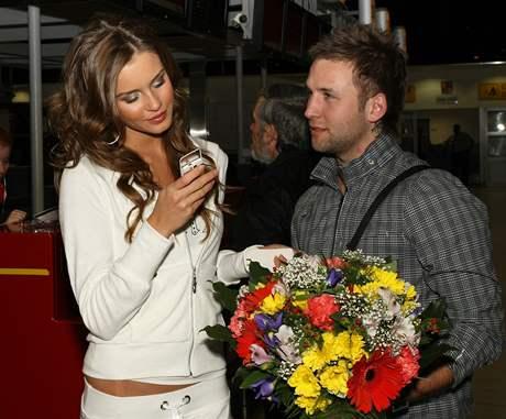 Zuzana Jandová se při odletu na Miss World rozloučila s přítelem ...
