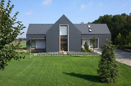 Dům byl postaven na velké parcele - 1,5 ha