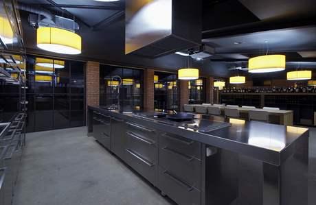 Ve vinotéce najdete i kuchyni pro kuchařské prezentace