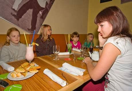 Ewa Farna na obědě se svými fanoušky