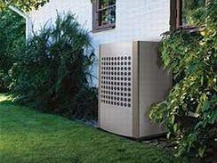 Ventilátor čerpadla vzduch/voda se ukryje na zahradě