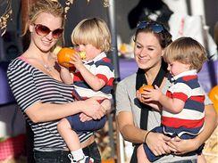 Britney Spears se syny Seanem Prestonem (v jejím náručí) a Jaydenem
