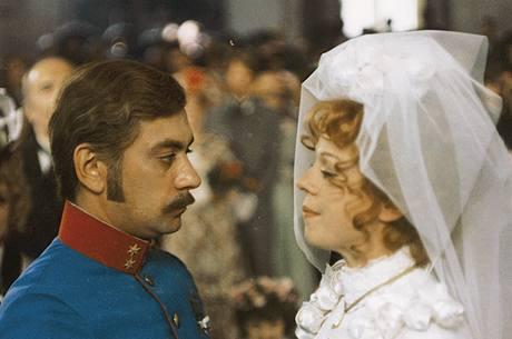 Herečka Iva Janžurová ve filmu - Petrolejové lampy (1971)