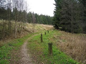 Stará cesta vedoucí z bývalé vsi Újezd do města Rehau v Německu