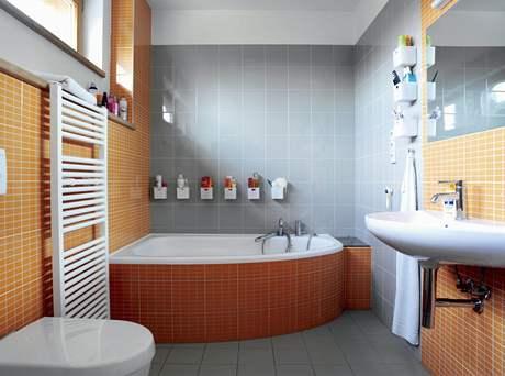 V koupelně rodičů byl instalován praktický shoz na prádlo