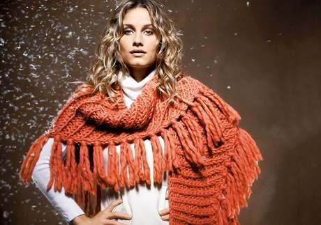 Čepice, šály, ponča: zimní pletená móda přesně pro vás